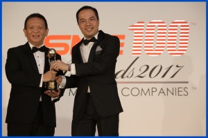 RAM Spreaders CEO Philip Lee receiving award from William Ng