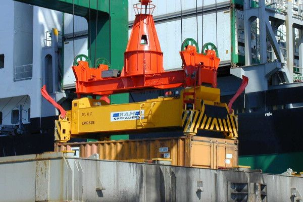 2400 - spreader hoisting 20ft container