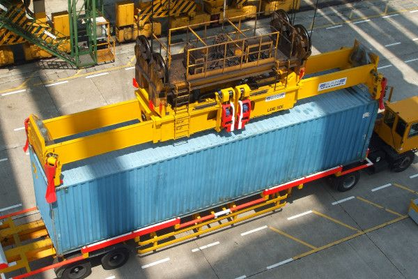 2900 - sts spreader lifting 45ft container