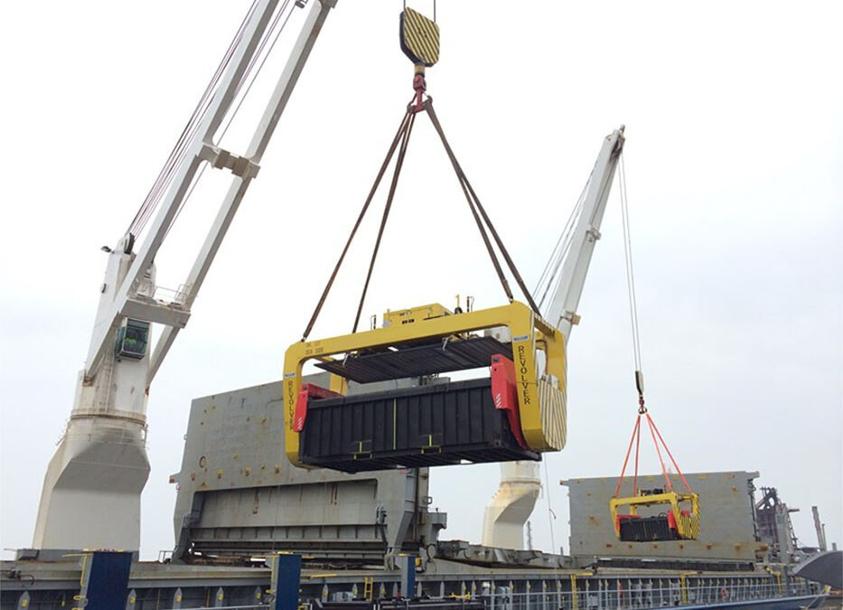 rotating spreader on ship crane unloading copper oncentrate