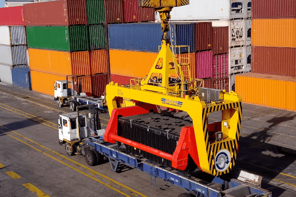 bulk operations in a conventional container terminal - RAM Spreaders