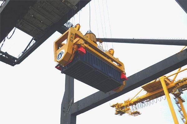 Revolver on a single hoist crane - RAM Spreaders